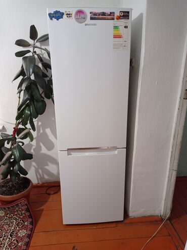 Электроника - Кочкор: Б/у Двухкамерный   Белый холодильник Samsung