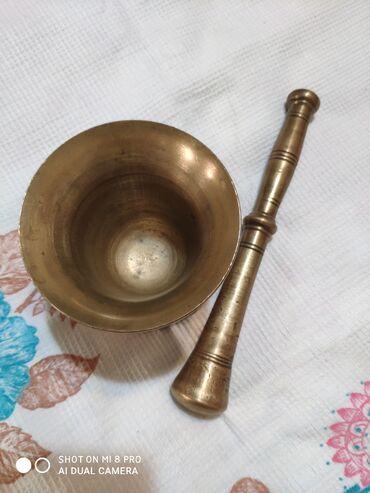 latun - Azərbaycan: Həvəngdəstə latun çox ağırdır, qədimidir 60-70 azn