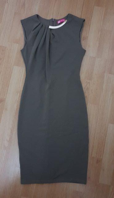 Prelepa haljina iznad kolena, svetlo braon boje, sa zlatnim detaljem - Loznica