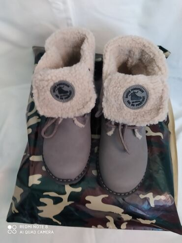 Dečije Cipele i Čizme - Crvenka: Zimske nove cipele postavljene krznom za devojčice,br 34ug