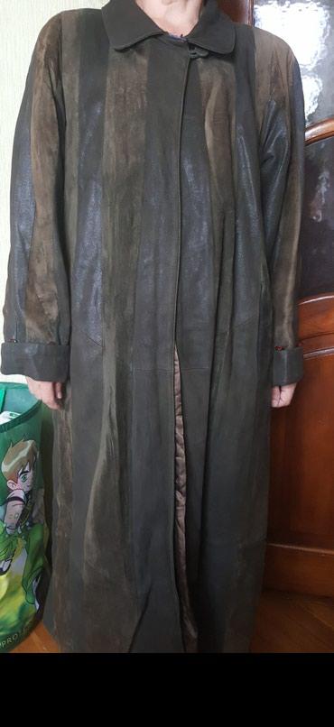 Bakı şəhərində Плащ пальто теплый . темно зелёный. в хорошем состояние. чистая кожа.
