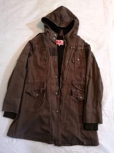 Roxy braon jakna topla, postavljena, idealna za svaki dan. Strukiran