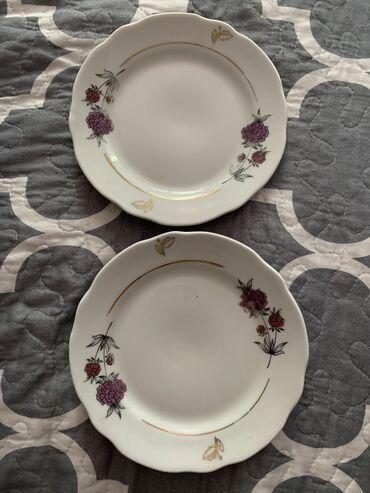 Две средние тарелки и три большие глубокие. Отдам за пачку творога Бел