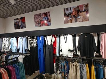 шредеры 13 в Кыргызстан: Продаю пристенное торговое оборудование черного цвета.Цена за 1 стойку