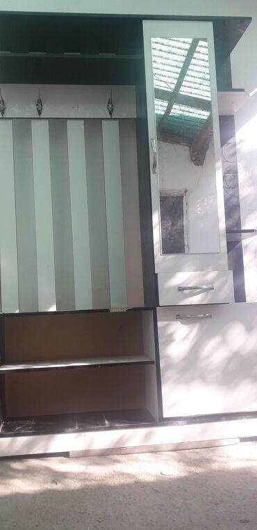 Другая мебель - Кыргызстан: Прихожка сатам бу бир эки жеринде сынык бар кичине