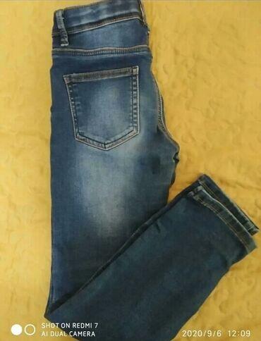Брюки-джинсы прямые, на девочку 7-8 лет в хорошем состоянии