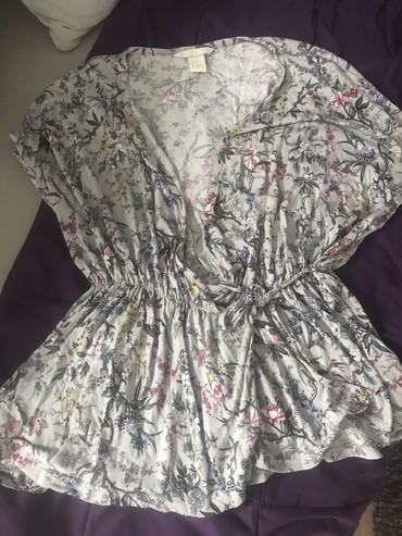 Ženska odeća | Leskovac: HM Majica, nova, nije nosena. Velicina S