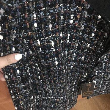 Трикотажную двойку - Кыргызстан: Продаю двойку, твидовый пиджак, с чёрной юбкой. Размер 44. Качество
