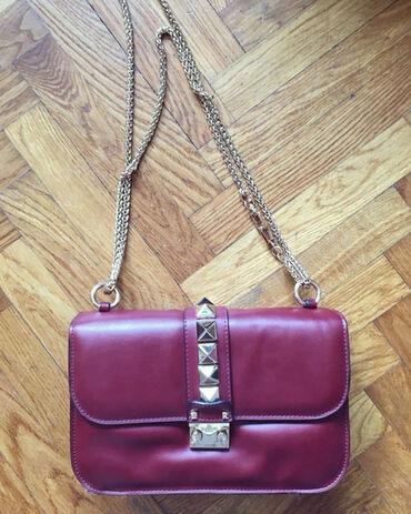 Valentino original torbica potpun nova. Torbica je spolja kozna a