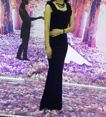 Платья одевала один раз размер 44 продаю срочно в Бишкек