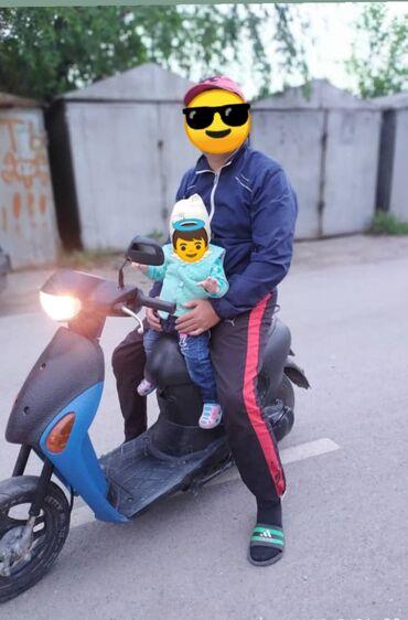 Suzuki - Кыргызстан: Срочно продаю скутер японский 50 куб мотор 4 т. новый в отличном