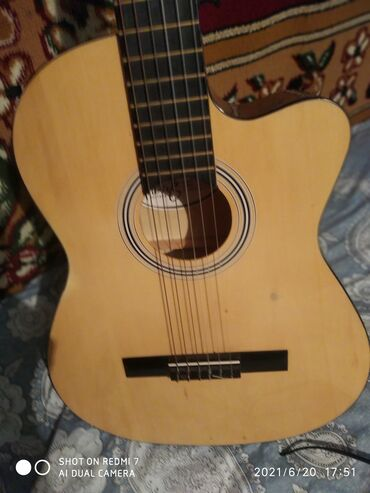 Спорт и хобби - Полтавка: Гитара в очень отличном состоянии также имеется чехол черный я сам