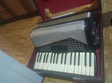 Harmonika Turist III M, u dobrom stanju,očuvana,slabo korišćena. - Crvenka