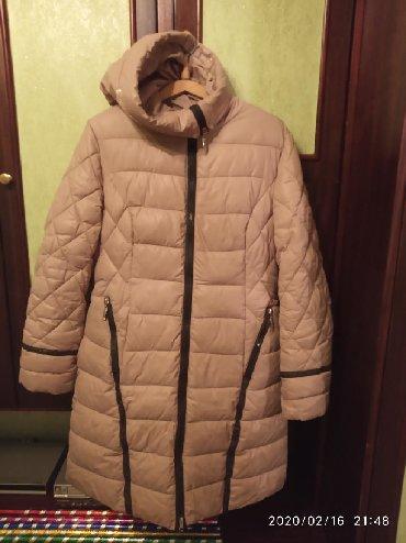 жен пальто в Кыргызстан: Жен. пальто в отличном состоянии 46р; Теплое, лёгкое; Наполнитель пр