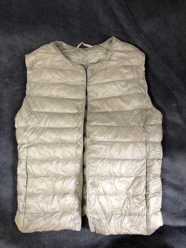 trikotazhnoe platja s rukav в Кыргызстан: Продаётся женская жилетка UNIQLO, размер S, заказывали размер не подош