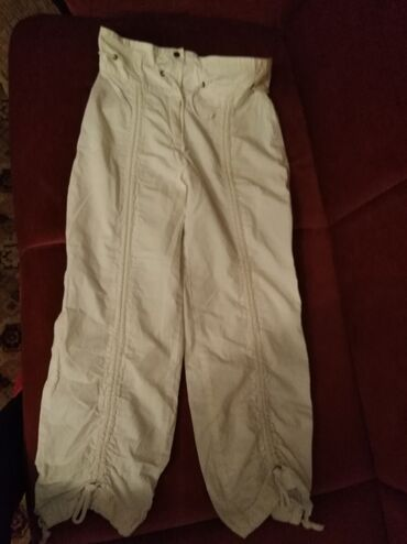 Zenske tricetvrt pantalone u odlicnom stanju