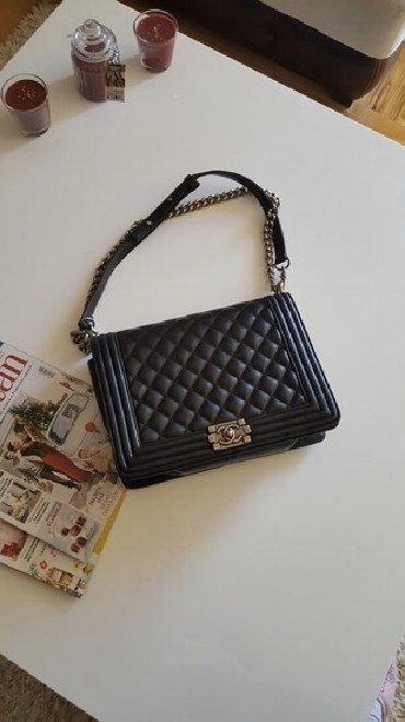 Chanel-ranac-kopija-x-apsolutno-normalnih-dimne - Srbija: Crna torba,dobra kopija. Placena 85 e. Nema nikakvo ostecenje. Za