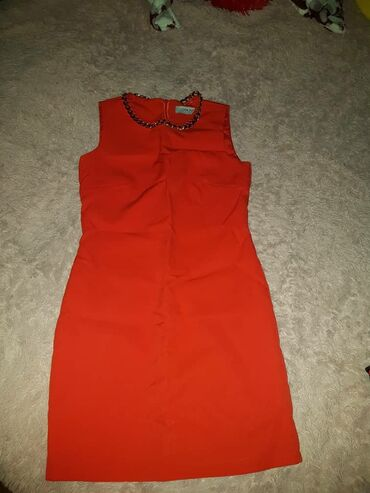 Здравствуйте продаю платье красное и чёрно золотистое б/у в идеальном