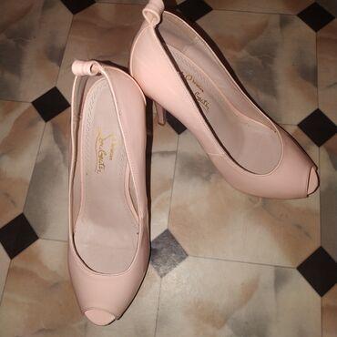 Личные вещи - Кыргызстан: Продам классные туфельки 38 размера. Состояние отличное. Высота каблук