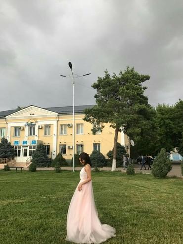 платья со шлейфом на выпускной в Кыргызстан: Очень нежное вечернее платье со шлейфом от кутюрье Elie Saab  одевала