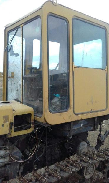 Gədəbəy şəhərində Traktor saz vezyetdedir her  aqreqatlari var.Qiymetinde aşağı yeri