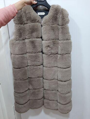 Жилетки - Кыргызстан: Срочно продаю  меховая жилетка трансформер  укорачивается на замочке