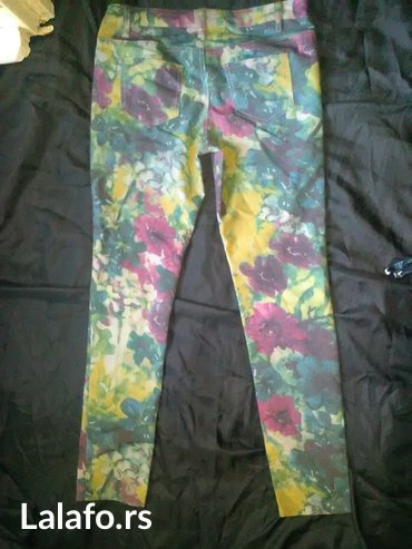 Cvetne PIECES pantalone vel. S / M - NOVOO - Prokuplje