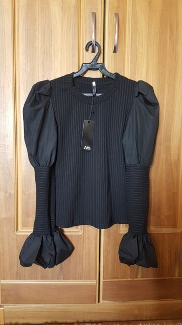 Кофточка новая размер 42-44 S-M кофта блузка