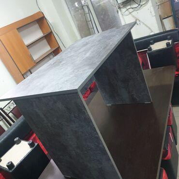 Стол офисный 1метр на60 с метр всота 76с метр 2200сом остановки пвха