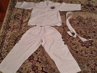 Продаю форму Тайкванда месте перчаткамиформа для 9-11летнего