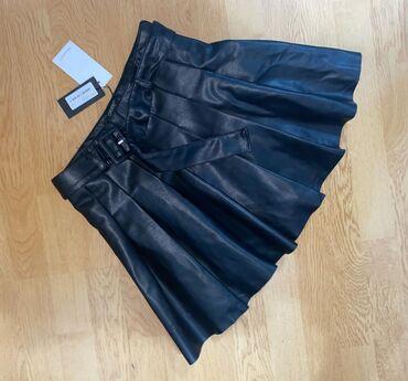Nova kozna suknjica (sorts), porucena preko neta, nazalost mala