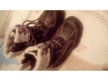 Kožne čizme br. 34 nepromocive postavljene krznom - Loznica