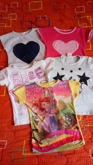 Pet majica,veličina 4,očuvane, bela i siva na  srce možda po jednom - Novi Sad