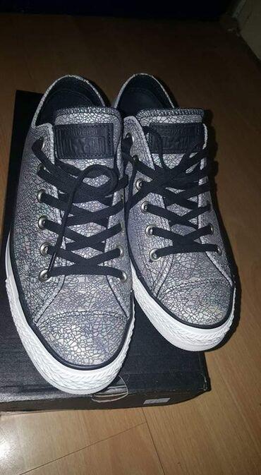 Ženska patike i atletske cipele | Loznica: Patikice nove obuvane jednom . 40 broj odgovara broju i 39 . Kozne