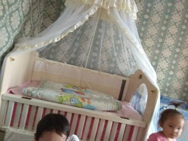 Детский мир - Кок-Ой: Манеж в отличном состоянии. матрас ортопедический. вместительные 4