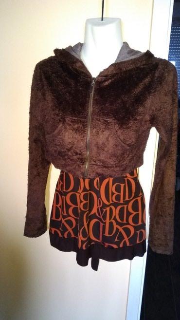Prelepa, jaknica, djemperic.. sa kapuljacom.. velicina S-M - Smederevska Palanka
