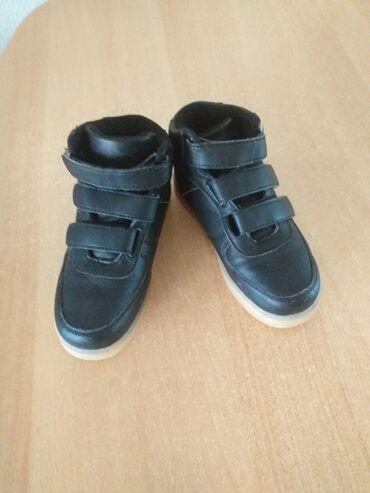 Decije muske cipele, ocuvane,malo nosene. Broj 30. Djon svetli, pune