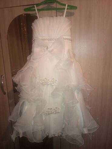 Нежно белое платье для девочек. 5-9 лет. Одевали 1 раз