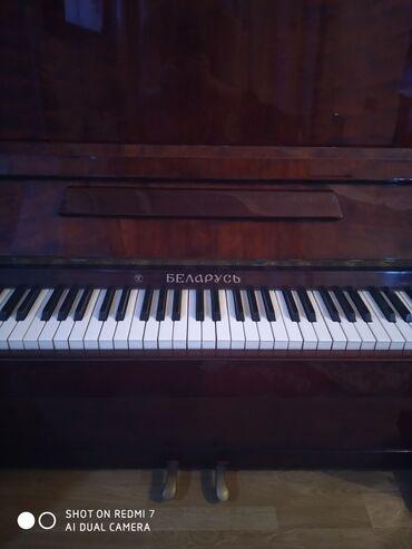 Belarus pianino butun klaviwleri iwleyir.Hec bir problemi