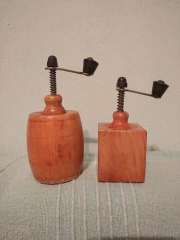 Dva predivna mala mlina za biber,potpuno restaurinara