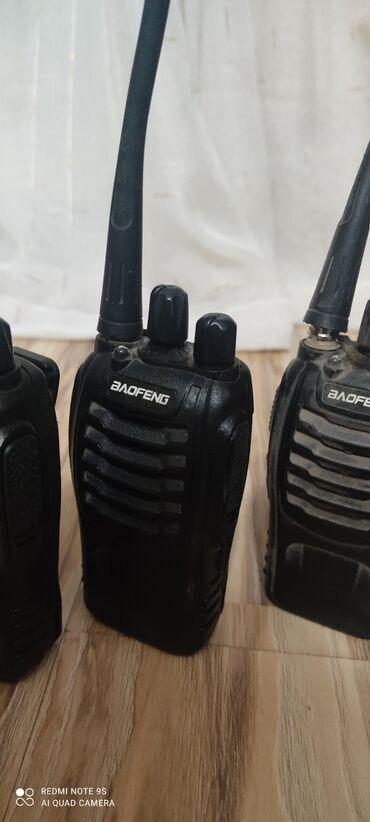 Продаю рации Есть 8 штук 4 зарядных устройстваИ 2 наушника Полностью