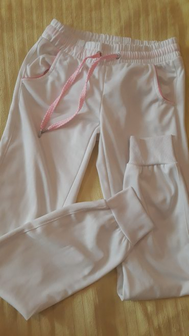 Jaknica-bela-postavljena - Srbija: Bela trenerka sa roze detaljima, postavljena,materijal kao mokra