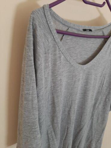 TEZANIS bluza majica. Veličina može i M i L takvog je kroja. Nazad