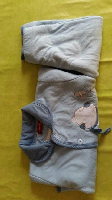 Pantalone sa na - Srbija: Komplet za decake vel. 2god.polovan i na pantalonicama ima fleku,zato