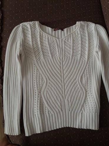 Ženska odeća   Bor: SNIZENJE. SUPER povoljno. Nov dzemperic bele boje.Kratak.V izraz oko