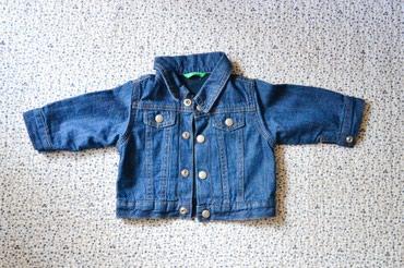 пуховик united colors of benetton в Кыргызстан: Джинсовая куртка на 5-6 месяцев, с начесом. Фирма United Colors of