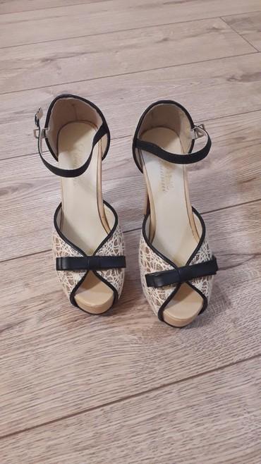 Не реально милые босоножки на удобных каблуках.размер 36. состояние
