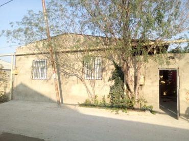 Bakı şəhərində Ramana savxozunda marsruta yaxin 200 metre ev 3 otaq orta temirli qir