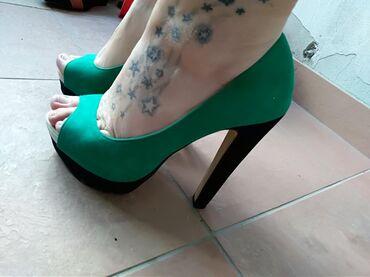| Mladenovac: Cipele sa platformom,broj 38 .Imaju malo ostecenje koje se moze vrlo