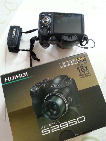 fujifilm finepix s2950 в Азербайджан: Fudjifilm 18 zumlu. təzədi.əladi.her şeyi var. işlənməyib . 399man